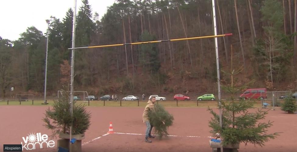 ZDF | Reportage | Florian Weiss beim Weihnachtsbaumwurf
