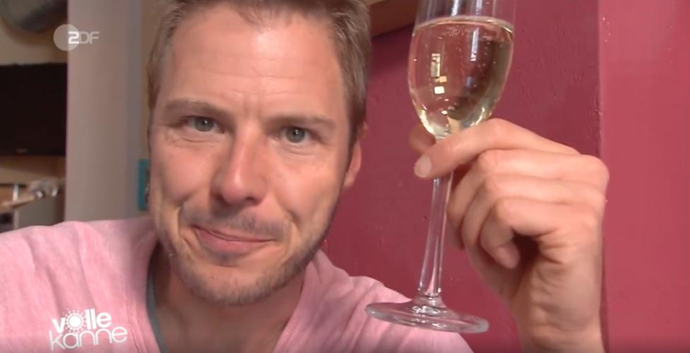 ZDF | Besserwisser | Warum stößt man beim Trinken an?